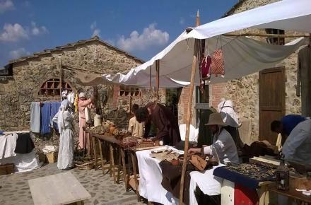 Un mercato di XIII secolo